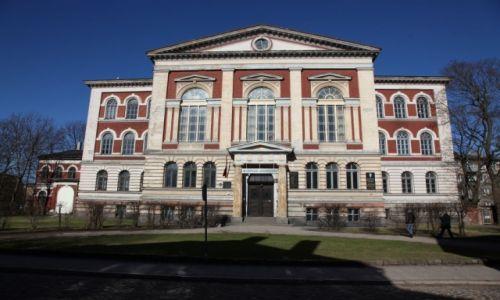 Zdjecie ŁOTWA / Południowo - zachodnia Łotwa / Lipawa (Liepaja) / Budynek gimnazjum w Lipawie
