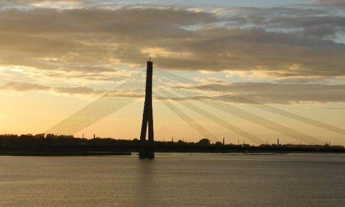 Zdjecie ŁOTWA / brak / Ryga / most w stolicy Łotwy