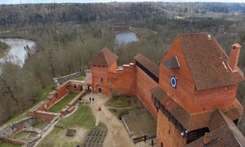 Zdjęcie ŁOTWA / Park Narodowy Gauja / Turaida / zamek krzyżacki