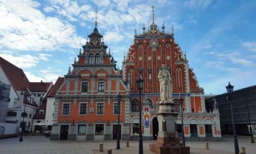 ŁOTWA / Ryga / Starówka / Dom Bractwa Czarnogłowych o brzasku