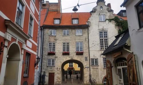 ŁOTWA / Ryga / Stare Miasto (Torna iela) / Brama szwedzka