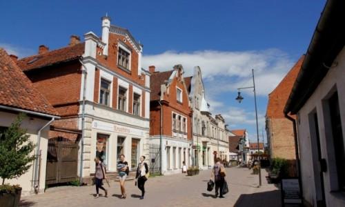 Zdjecie ŁOTWA / - / Kuldiga / Kuldiga - deptak na głównej ulicy w centrum.