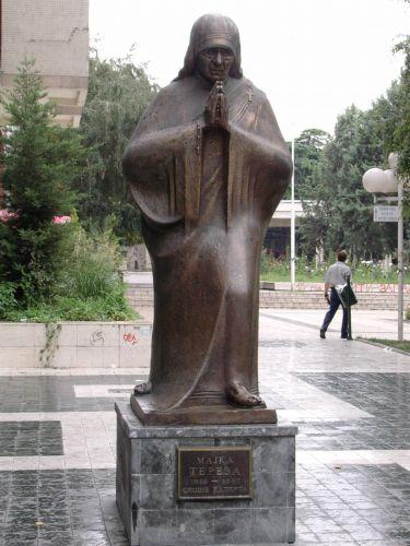 Zdjęcia: Skopie, Macedonia, Pomnik Matki Teresy-Skopie, MACEDONIA