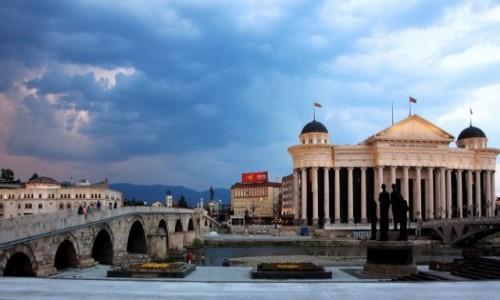 Zdjęcie MACEDONIA / Skopje / Rzeka Wardar / Kamienny most i muzeum archeologii