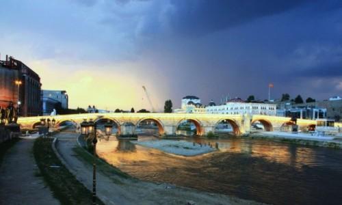 Zdjęcie MACEDONIA / Skopje / Rzeka Wardar / Kamienny most