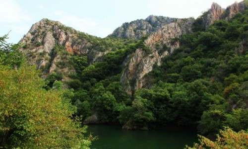 Zdjecie MACEDONIA / Skopje / Kanion Matka  / Skalisty brzeg