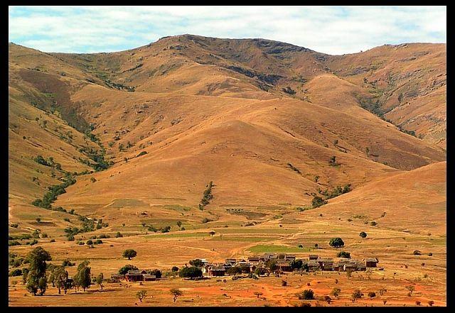 Zdjęcia: Góry Andringitra , Fianarantsoa, Wioska w górach, MADAGASKAR