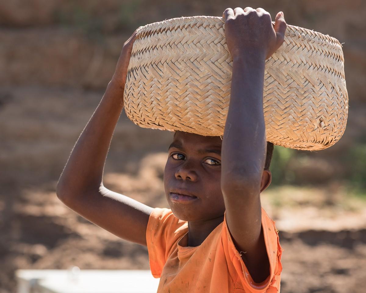 Zdjęcia: rzeka Manambolo, Bekopaka, spotkanie na promie..., MADAGASKAR