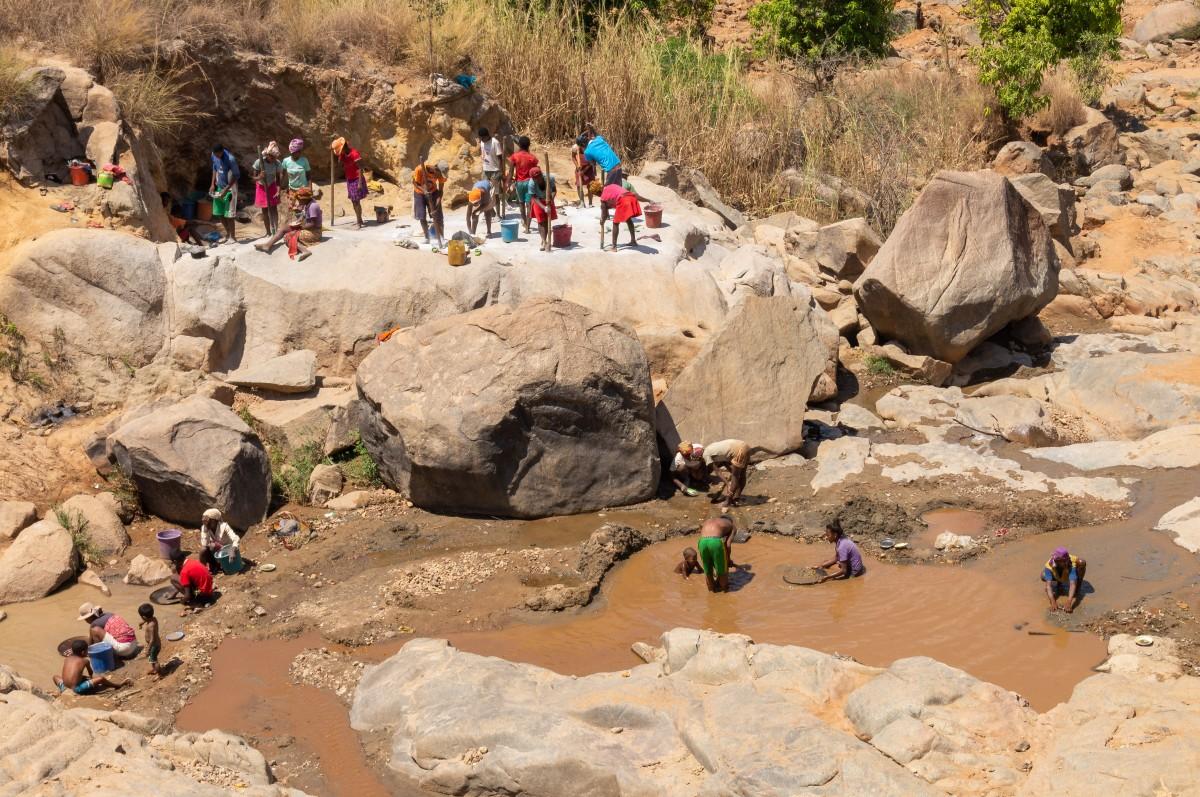 Zdjęcia: Miandrivazo, RN34, Płukanie złota, MADAGASKAR