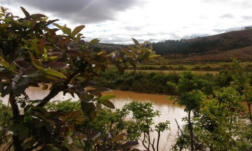 MADAGASKAR / Antananarivo / 25 km od stolicy / LEMURY - Widok na park