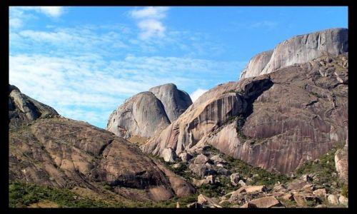 MADAGASKAR / centralny Madagaskar / okolice Ambalavao / Krajobraz górski