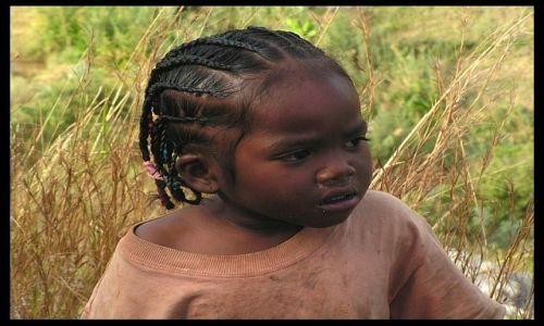 MADAGASKAR / Fianarantsoa / Fianarantsoa / Dziewczynka