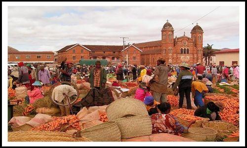 Zdjecie MADAGASKAR / Antananarivo / Betafo / Targ w Betafo