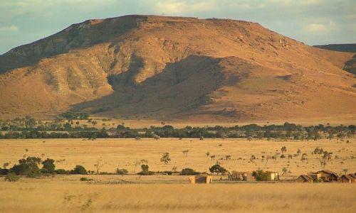 Zdjecie MADAGASKAR / Fianarantsoa / Okolice Ilakaka  / Złote góry...