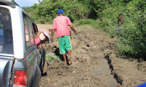 MADAGASKAR / Morondava / okolice PN Kirindy / Drobne kłopoty po drodze