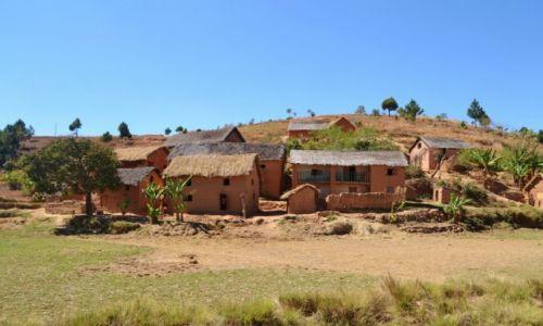 MADAGASKAR / Prowincja Antananarywa / Antananarywa / Domki na przedmie�ciach