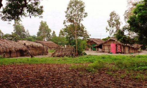 Zdjęcie MADAGASKAR / Północno-Zachodni Madagaskar / Miejscowość  Mahajanga  / Była sobie wioska...