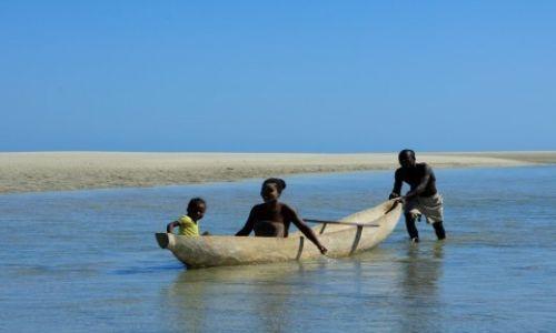 MADAGASKAR / południowy wschód / belo sur mer / poranek w wiosce rybackiej
