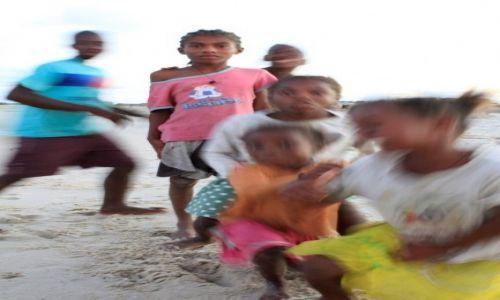 Zdjęcie MADAGASKAR / południowy wschód / belo sur mer / widzę cię