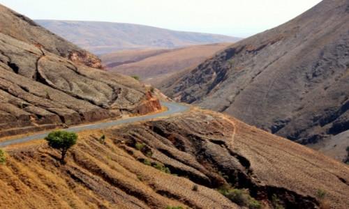 Zdjęcie MADAGASKAR / Fianarantsoa / Fianarantsoa / przez góry Czerwonej Wyspy