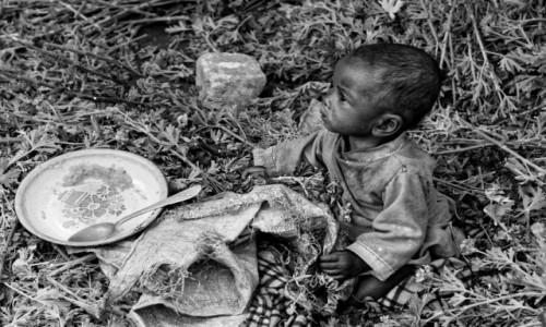 Zdjęcie MADAGASKAR / Fianarantsoa / okolice Fianarantsoa / dzieciak