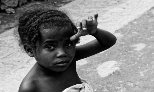 Zdjęcie MADAGASKAR / Ranomafana / Ranomafana / Dziewczynka