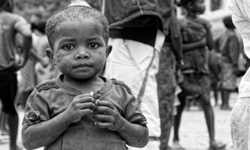 Zdjęcie MADAGASKAR / Fianarantsoa-Manakara / gdzieś na trasie pociągu / Chłopiec