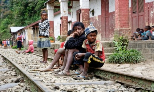 Zdjecie MADAGASKAR / Fianarantsoa-Manakara / gdzieś na trasie pociągu / Na torach ;)