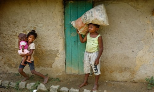 Zdjęcie MADAGASKAR / Ranomafana / Ranomafana / DzieciakI