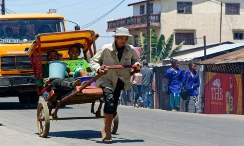 Zdjecie MADAGASKAR / Antsirabe / okolice Antsirabe / Transport