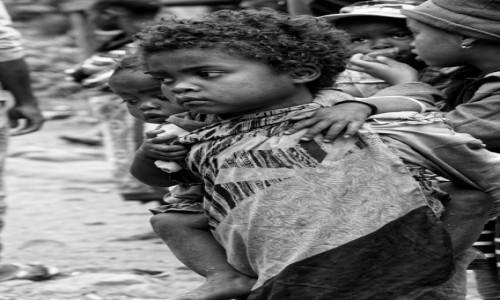 Zdjecie MADAGASKAR / Fianarantsoa-Manakara / gdzieś na trasie pociągu / Rodzeństwo