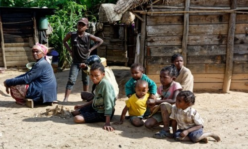 Zdjecie MADAGASKAR / Andasibe / Andasibe National Park / W wiosce