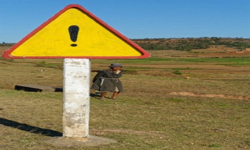 Zdjecie MADAGASKAR / Antsirabe / okolice Antsirabe / Za znakiem