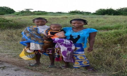 Zdjecie MADAGASKAR / Menabe / Aleja baobabów / Kolory rodziny