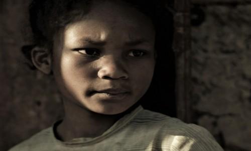 MADAGASKAR / Wschodni / Na trasie pociągu Fianarantsoa - Manakara / Visages de Madagascar 22 - Symétrie