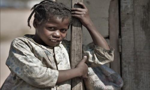MADAGASKAR / Wschodni / Na trasie pociągu Fianarantsoa - Manakara / Visages de Madagascar 26 - La petite sorcière