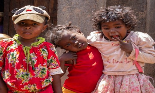 MADAGASKAR / Madagaskar centralny / Antoetra / Galopująca próchnica