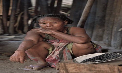 Zdjecie MADAGASKAR / Zachodni / RN 8 przed Belo sur Tsiribihina / Visages de Madagascar 28