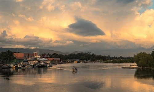 MADAGASKAR / Analanjirofo / Maroantsetra / wieczór w kolorze pomarańczy...