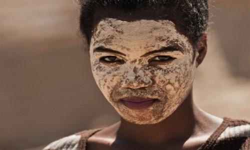 MADAGASKAR / Zachodni / Belo sur Tsiribihina, / W kamuflażu ;-)