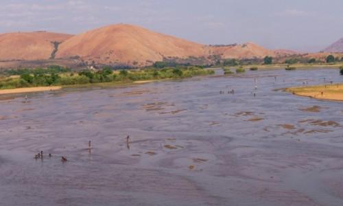 MADAGASKAR / RN34 / Manambolo river / Rzeka to życie