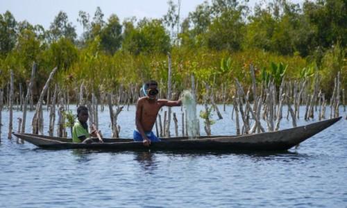 Zdjecie MADAGASKAR / Madagaskar wschodni / Canal des Pangalanes / Poławiacz :-)