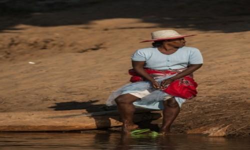 Zdjęcie MADAGASKAR / Północny Zachód / Bekopaka / Wychodząc naprzeciw ... 😛