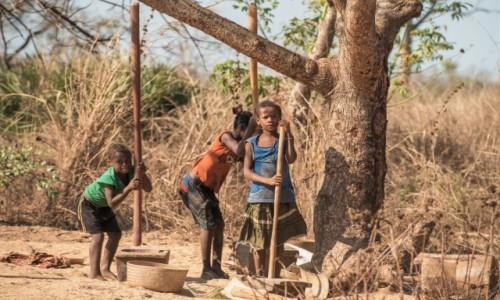 MADAGASKAR / Zachodni / Belo sur Tsiribihina / Bateria ... moździerzy 😁