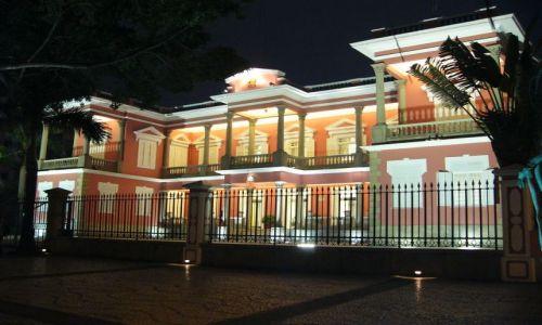 MAKAO / Macau / Nad jeziorem / Rezydencja gubernatora