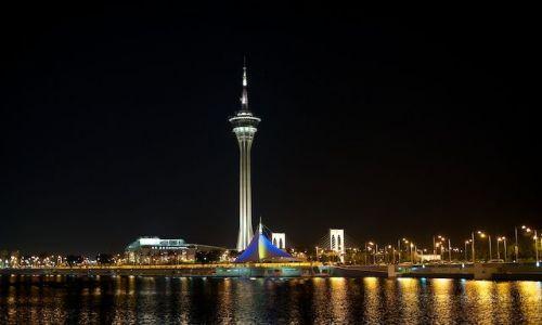 Zdjęcie MAKAO / - / Macau / Wieza w Macau noca