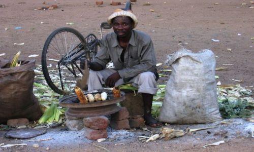 Zdjęcie MALAWI / Blentyre / przy drodze / bar przekąskowy
