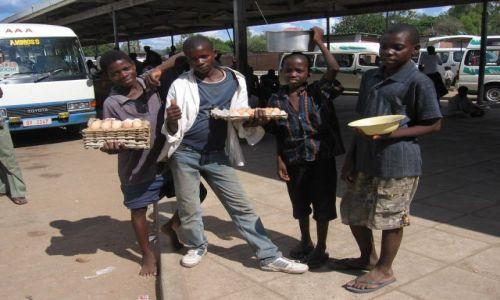 Zdjęcie MALAWI / Salima / dworzec autobusowy / fast food - sesja foto