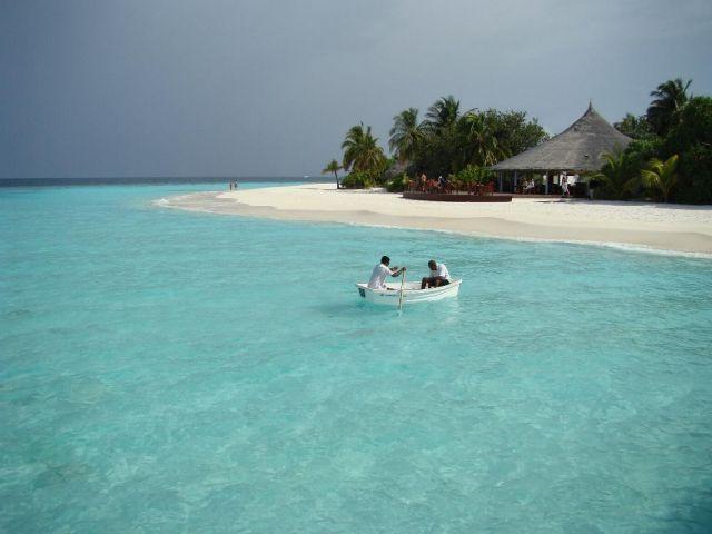 Zdjęcia: Ari Atoll, Ari Atoll, dwaj ludzie w łódce, MALEDIWY