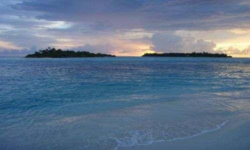 Zdjęcie MALEDIWY / Ari Atoll / Sun Island / sąsiadki Sun Island